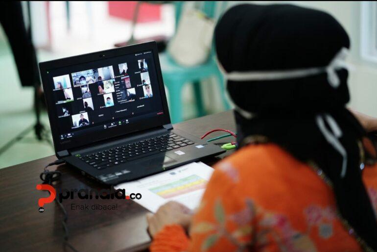 Wali Kota Bontang, Neni Moerniaeni vidcon perkembangan Covid-19 dengan wartawan, Ahad (19/4). (Foto: Adi Ilham)